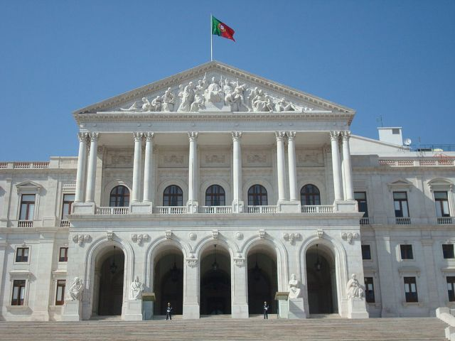 1024px-Portuguese_Parliament_building_front_fachade